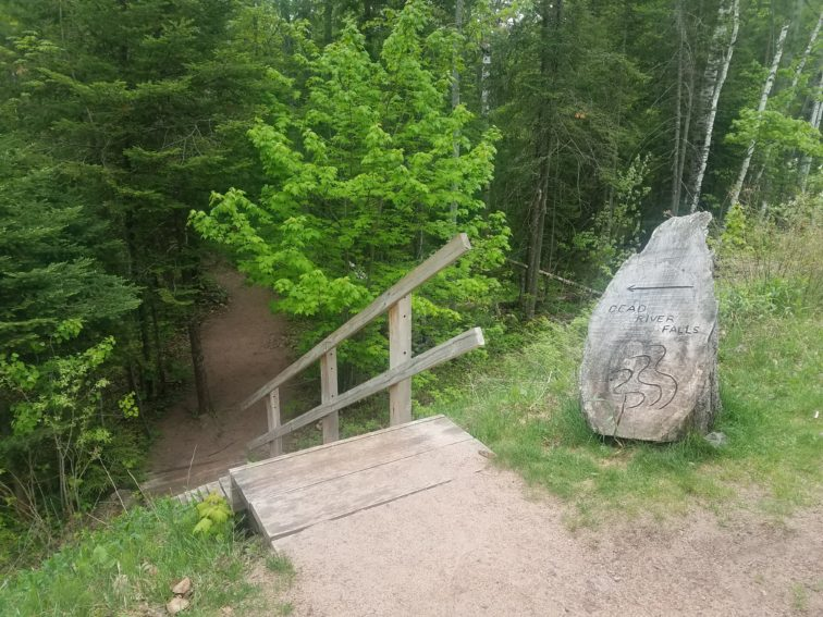 Stairs and sign carved into wood stump to Dead River Falls